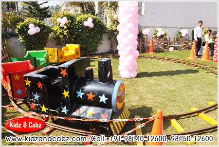 toy train for marriage palace in ludhiana punjab - kids theme balloon party decorators ludhiana punjab